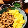 丼に!常備菜に!お弁当に!美味しい鶏そぼろの作り方5選★のサムネイル画像