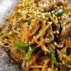 もちもちの韓国春雨と色とりどりの野菜!おいしいチャプチェのレシピのサムネイル画像