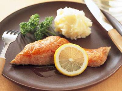 バターの香りが食欲そそる!鮭のムニエルの作り方をご紹介します!|Taspy[ていすぴ〜]