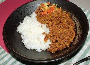 インド料理としてのスパイシーなキーマカレーの簡単な作り方のサムネイル画像