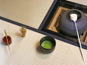初心者でも安心。茶道における茶道具の使い方とその基本作法のサムネイル画像